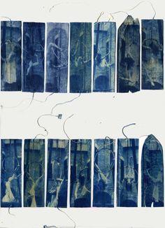 """""""L'arte di stare sospesi nel Tèmpo"""" - Cianotipie su bustine da tè riciclate.  #cyanotypes #reusedteabags #alternativephotography  #sperimentalphotography"""