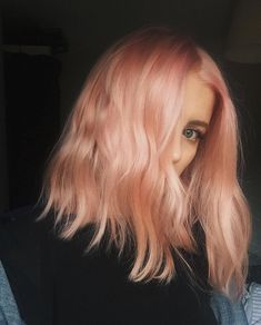 The trend of blorange hair color is absolutely to dye - love hair Hairlove.site Haareliebenx Haare lieben The Blorange Hair Color Trend Is Absolutely To Dye For 2016 we will remember as the year most people experimented with hair colors - the latest Peachy Pink Hair, Peach Hair Dye, Peach Hair Colors, Lilac Hair, Green Hair, Pastel Hair Dye, Blorange Hair, Dye Hair, Cabelo Rose Gold
