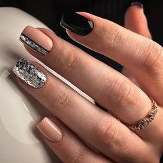 déco ongle gel noir et nude avec paillettes #nail #decoration