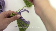 DROPS Crochet Tutorial: How to crochet stripes with 2 colors
