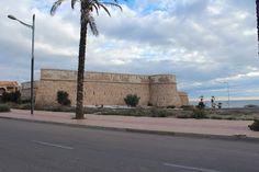 """Almería, Garrucha, Castillo de las Escobetas.  37° 10' 20.73"""" N  1° 49' 26.90"""" W  Cortesía de José Ángel de la Peca  Se encuentra a la salida del pueblo, situado en el paraje conocido como Las Escobetas, fue mandado construir por Carlos III , fortaleza construida en 1769 con una batería semicircular que mira al mar y dos torreones circulares en las alas que defendía las costas de los ataques de la piratería."""