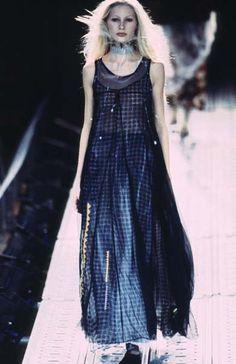 Yohji Yamamoto - Ready-to-Wear - Runway Collection - Women Spring / Summer 1997