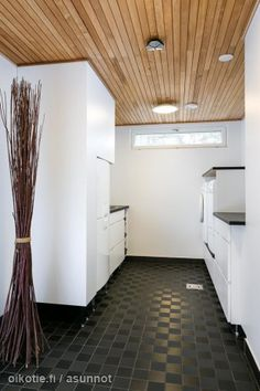 157m² Saunamäentie 24, 02770 Espoo Paritalo 6h myynnissä | Oikotie 9322026 Decor, Laundry Room, Flooring, Tile Floor, Home Decor, Room