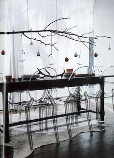 Contemporary Christmas table setting | branch chandelier