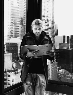 david-my-garrett:  UFFF! I play Bach too. And he seems so focused on the music. It's attractive! ;]