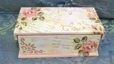 Caixa de Chá Decoupage Vintage, Decoupage Plates, Wooden Memory Box, Handkerchief Crafts, Shabby Chic Boxes, Recycled Jars, Decoupage Tutorial, Altered Boxes, Jewellery Boxes
