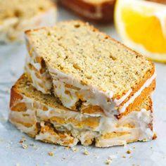 5 receitas de bolo de iogurte grego super saborosas   ncultura Cake Recipes, Dessert Recipes, Desserts, Lemon Yogurt Cake, Side Dish Recipes, Let Them Eat Cake, No Bake Cake, Food To Make, Yummy Food