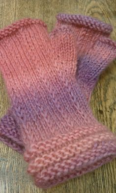 Fingerless mittens - free pattern.