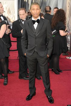 Musician Pharrell Williams at the #oscars 2012 - just look at the stunning red carpet!  :)  #carpetcrazy #carpetonedfw