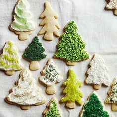 Leave it to this classic sugar cookie recipe to make your holiday season special. Not only are these Christmas cookies delicious, but sugar cookies are perfect for decorating to match any event. No party should be without these easy sugar cookies! Christmas Tree Cookies, Christmas Sweets, Noel Christmas, Christmas Goodies, Holiday Cookies, Holiday Treats, Holiday Recipes, Xmas Tree, Green Christmas