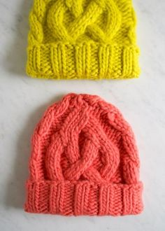 DIY Knitted Cable Hat - FREE Knitting Pattern / Tutorial