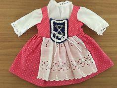 Schoene-alte-Puppenkleidung-Puppenkleider-suesses-Dirndl-50er-60er-Jahre