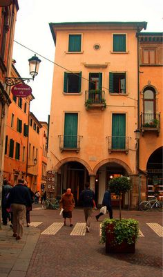 Padova/Padua is a city and comune in the Veneto, Northern Italy. It