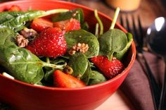 Spinach & Strawberry Salad #Recipe: A delicious when combination of tender spinach, sweet berries and crunchy toasted almonds. | via @SparkPeople