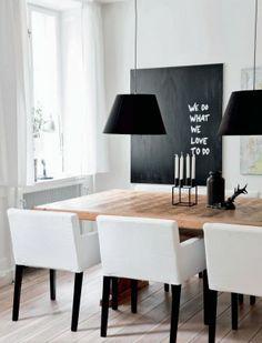 Noir et blanc dans la salle à manger
