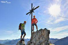 Die Belohnung ist der herrliche Blick, den man vom Gipfelkreuz aus genießt! St. Anton am Arlberg | Tirol | Österreich St Anton, Mount Everest, Mountains, Nature, Summer, Travel, Hiking, Naturaleza, Summer Time