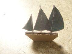bateau de pirate,    carton et papier    format: 5 cm      copirates, 2010