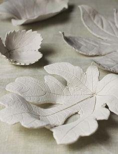 DIY Clay Leaf Bowls by: #urbancomfort #clayleaf #clayart