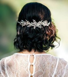 MY STORE IS WORKING ♥ Thank you for supporting handmade in these times. I believe that everything will be fine soon. STAY SAFE, Maya ♥ Its the perfect bridal back headband for the bride with exquisite taste. This pearl headpiece beautifully suits with a range of wedding hairstyles. The wedding
