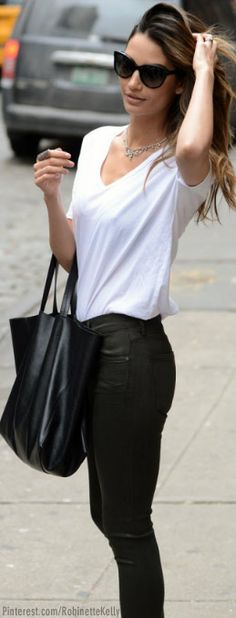 Street Style | Black skinnies and White tee