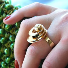 ring-gold-3circlespin-ON.jpg (1200×1200)