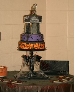 halloween wedding cakes | Halloween Wedding Cake! Halloween Wedding Cakes, Halloween Themes, Centerpieces, Table Decorations, Main Colors, Amazing Cakes, Wedding Anniversary, Table Lamp, Bride