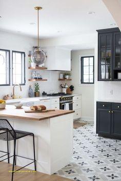 25 cuisines sans meuble haut pour s'inspirer - Decor Diy Home Black Kitchen Cabinets, Kitchen Tiles, Kitchen Flooring, Wall Cabinets, Kitchen Island, Küchen Design, Floor Design, Design Homes, Design Ideas