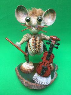 Muschelfigur Geigenspieler... Shops, Christmas Ornaments, Holiday Decor, Music, Design, Home Decor, Sea Shells, Cordial, Weaving
