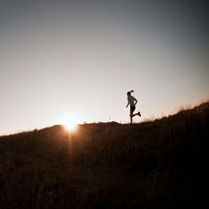 Morning workouts are praised for their ability to help you shake off sluggishness, motivate you for the day ahead, and guarantee that you exercise that day. While the merits of a morning workout are