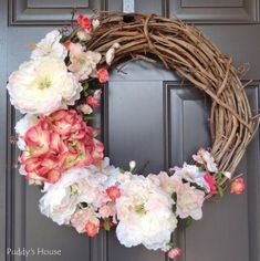 27 Fresh and Easy DIY Spring Wreath Ideas to Welcome the Season with Style - Decor 2019 Diy Spring Wreath, Spring Door Wreaths, Diy Wreath, Grapevine Wreath, Wreath Ideas, Wreath Crafts, Spring Projects, Diy Projects, Christmas Front Doors