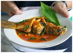 Asam Keung adalah masakan khas Aceh, umunya menggunakan udang dan ikan baik ikan air tawar (lele) maupun ikan laut (kakap). Disebut a...