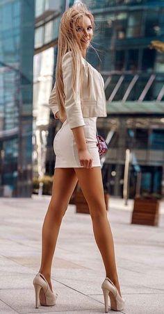 Great Legs, Beautiful Legs, Gorgeous Women, Sexy Dresses, Short Dresses, Looks Pinterest, Girls In Mini Skirts, Sexy Legs And Heels, Sexy Skirt