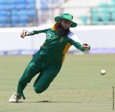 Hashim Amla http://avaxnews.net/wow/sport_news_10_03.html