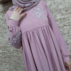 Image may contain: one or more people Islamic Fashion, Muslim Fashion, All Fashion, Modest Fashion, Hijab Gown, Hijab Outfit, Modele Hijab, Dress With Cardigan, Abaya Fashion