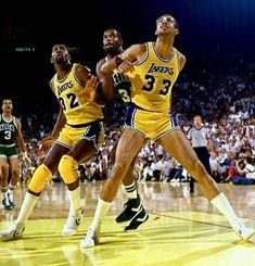 Basketball Moves, Basketball Pictures, Basketball Legends, Basketball Players, Sports Basketball, Basketball Court, Showtime Lakers, Kareem Abdul Jabbar, Portraits