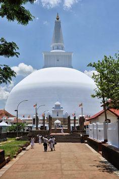 Sri Lanka   Anuradhapura   Ruwanwelisaya #VisitSriLanka #lka