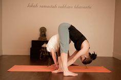 Yoga For Preschool Age Mom And Baby Yoga, Yoga Mom, Yoga For Kids, Toddler Yoga, Toddler Poses, Yoga Sun Salutation, Family Yoga, Childrens Yoga, Yoga Books