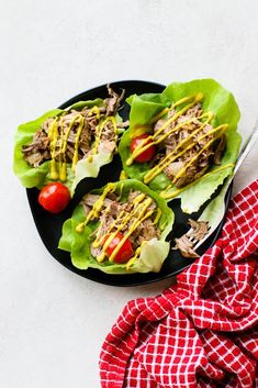 Keto Pulled Pork Lettuce Wrap Meal Prep - A Keto, and Paleo meal that you can dress up or down. Tender pulled pork wrapped in butter lettuce leaves with your favorite toppings. Pork Wraps, Pork Lettuce Wraps, Lettuce Wrap Recipes, Pulled Pork Wrap, Pulled Pork Sliders, Chipotle, Sweet Potato Buns, Boneless Pork Shoulder, Meal Prep Plans