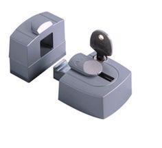 Een oplegslot zorgt voor snelle veiligheid op raam of deur.