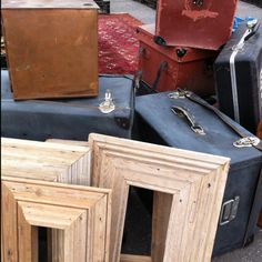 New vintage items for my kitchen. Need different frames like that for collage! Vintage Stuff, Vintage Love, French Vintage, Retro Vintage, Vintage Items, Vintage Suitcases, Vintage Luggage, Craft Markets, Flea Markets