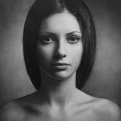 Portret en face.  je ziet de vrouw van de voorkant dus kunt haar meteen herkennen.