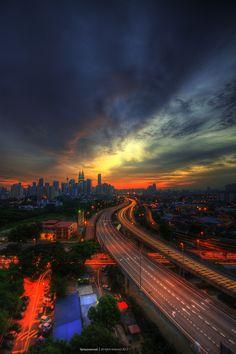 Colores de fuego en el #skyline de #KualaLumpur al #atardecer, #Malasia #OneTwoTrip