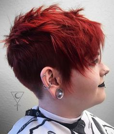 Top 60 Flattering Hairstyles for Round Faces Red Razored Pixie Undercut - Unique Long Hairstyles Ideas Pixie Cut Round Face, Pixie Haircut For Round Faces, Short Hair Styles For Round Faces, Round Face Haircuts, Hairstyles For Round Faces, Long Hair Styles, Edgy Short Hair Cuts For Women, Undercut Hairstyles Women, Edgy Haircuts