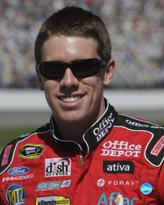 LAS VEGAS -- Carl Edwards will go to a backup No. 19 Toyota following an accident in the second round of knockout pole qualifying Friday afternoon at Las Vegas Motor Speedway. Edwards' Toyota hit the Turn 2 wall about five minutes into the second session and his Joe Gibbs Racing team had already unloaded a back-up version of the Camry before Edwards finished doing media interviews about the situation