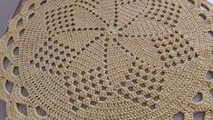 Tapete redondo Tapete Doily, Crochet Carpet, Crochet Videos, Crochet Doilies, Tatting, Crochet Patterns, Make It Yourself, Blanket, Crocheting