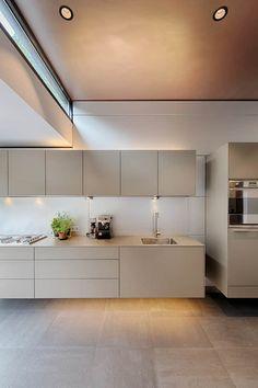 Fancy Kitchens, Luxury Kitchens, Home Kitchens, Luxury Kitchen Design, Interior Design Kitchen, Kitchen Rules, Kitchen Decor, Taupe Kitchen, Minimal Kitchen