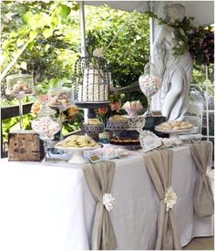 burlap dessert table - love the cake stand with cage #DesignTable