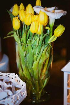 Arranjo de Flores: Tulipas amarelas com Copos de Leite brancos - Fotógrafa: Bárbara Alves - Local: Espaço Vila Jardim Osasco