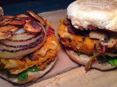 Sweet potato and white beans burger with arugula purée and grilled veggies topping – Simply Vegelicious