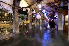 El agua que inundó las calles de Venecia llegó a los 143 centímetros. AFP